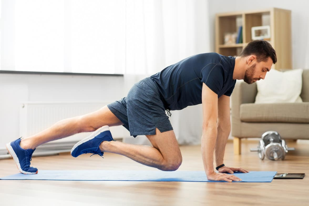 Guy doing a training session with Online Personal Trainer